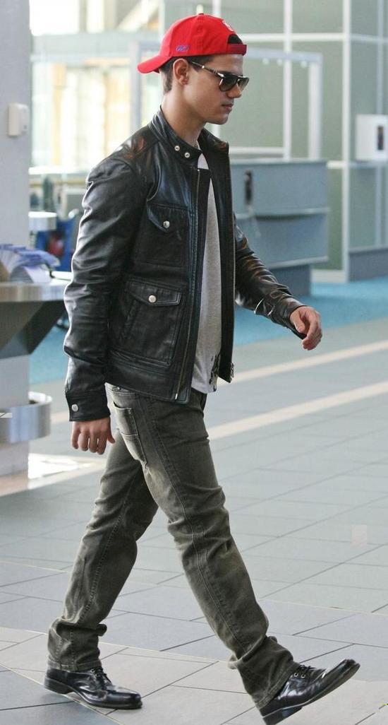 Taylor Lautner wearing backwards cap