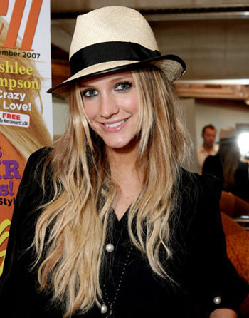 Ashlee Simpson in a straw fedora